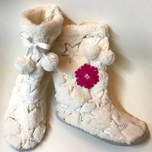 SO White fuzzy slippers boot silver sequin stars M